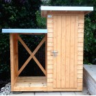 Szafa ogrodowa ze stojakiem na drewno