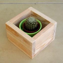 Drewniana skrzynka osłonka