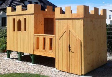 Drewniany zamek dla dzieci